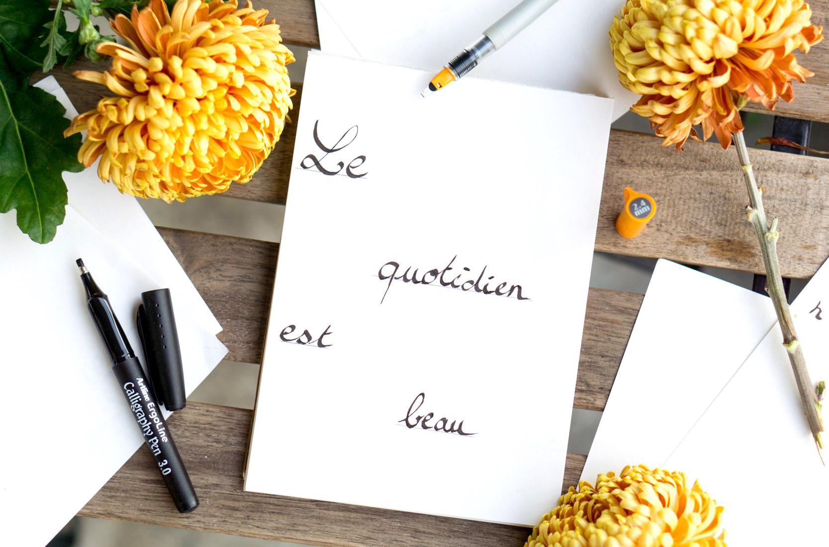 couverture-fleurs-orange-flatlay-calligraphie-hand lettering-tutoriel-oberthur-blog-rennes-lifestyle