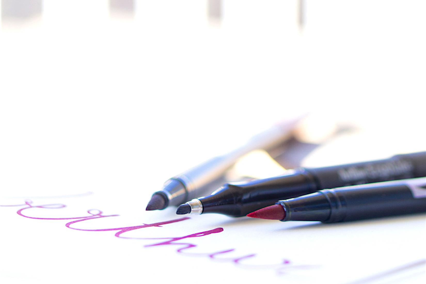 focus-materiel-stylo-brushpen-rose-violet-noir-calligraphie-hand lettering-tutoriel-oberthur-blog-rennes-lifestyle