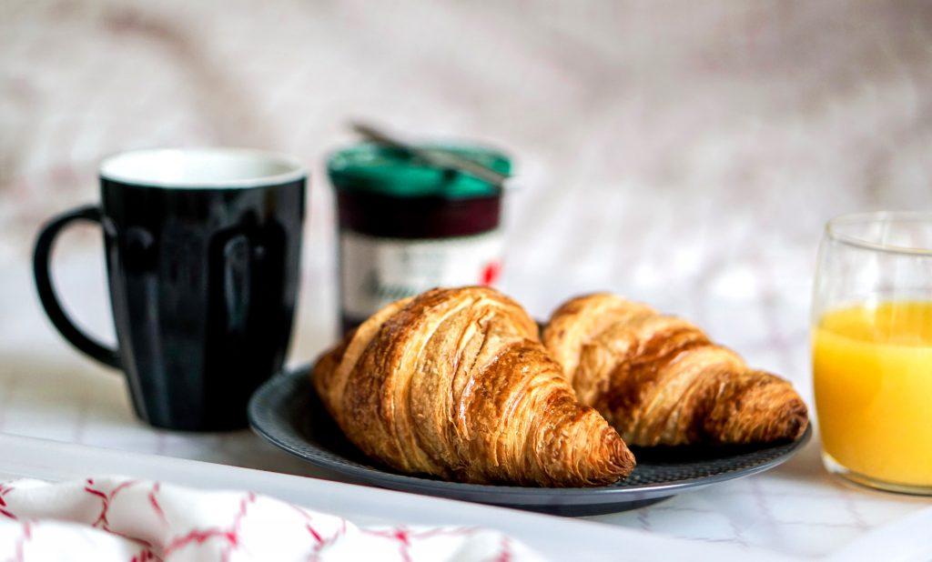 2-saintvalentin-petitdejeuner-croissants-cafe-jusdorange-rennes-conseils-article-blog-oberthur-lifestyle-papeterie-rennes