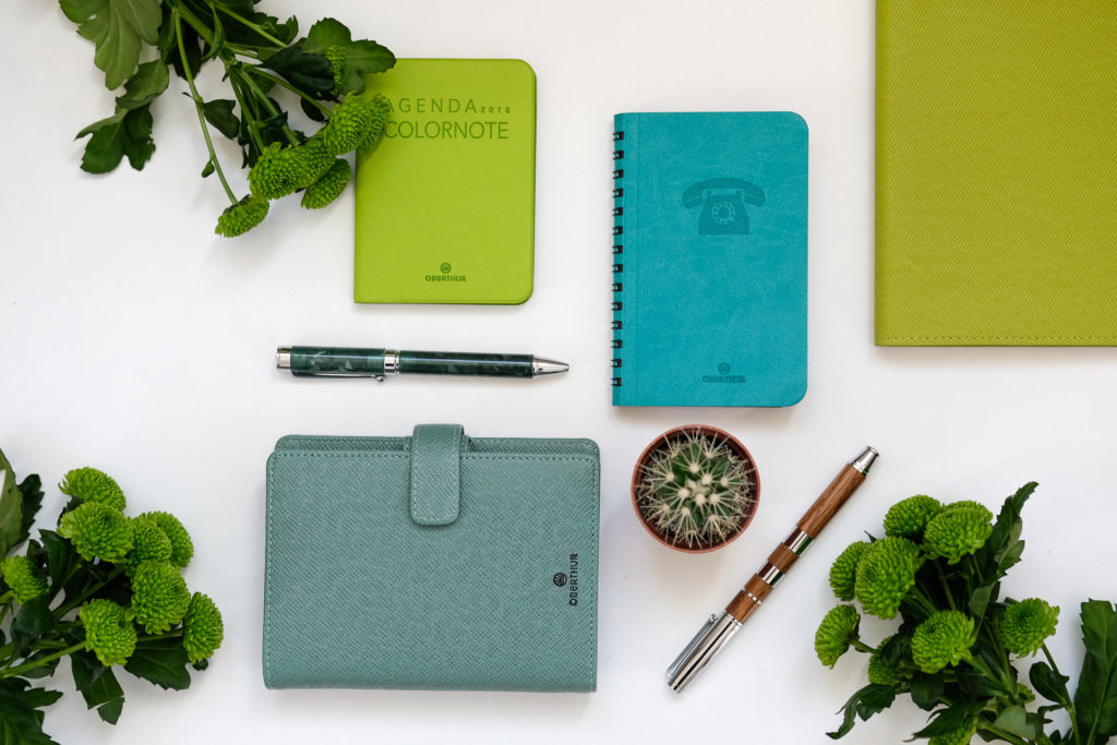 blog-oberthur-papeterie-maroquinerie-vert-printemps-stylos-bois-agenda-2019-repertoires