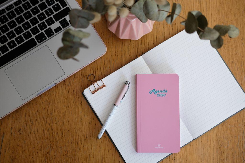 4-Octobre-Rose-selection-oberthur-papeterie-agenda-carnet-stylo-roller